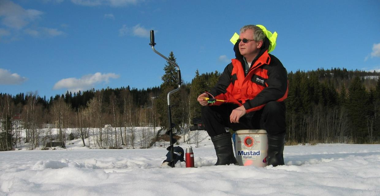 GJO - Gallery - Fishing - Fishing spots - Ice fishing - Fishing perch with Dr Hook
