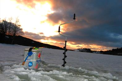 Ice fishing near Oset